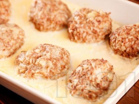 Свински кюфтета с ориз в бял сос - снимка на рецептата